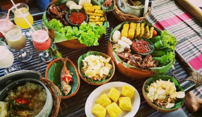 makanan yang disediakan oleh travel agensi percutian bajet